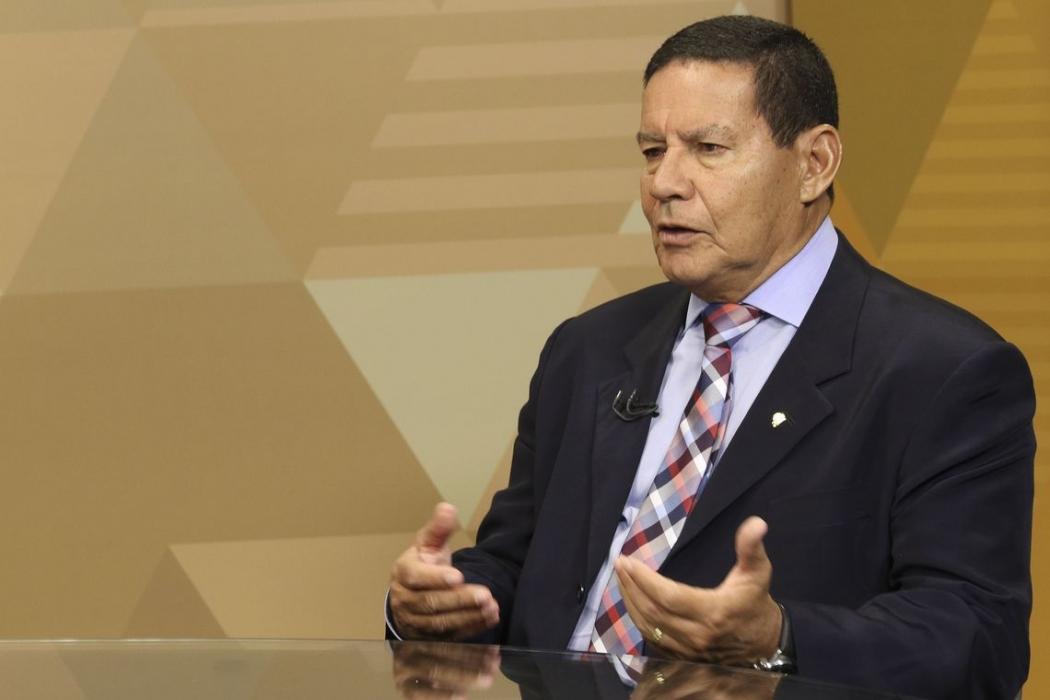 O vice presidente da Republica, Hamilton Mourão,dá entrevista ao programa Brasil em Pauta, da TV Brasil, em Brasília. Crédito: Marcello Casal JrAgência Brasil