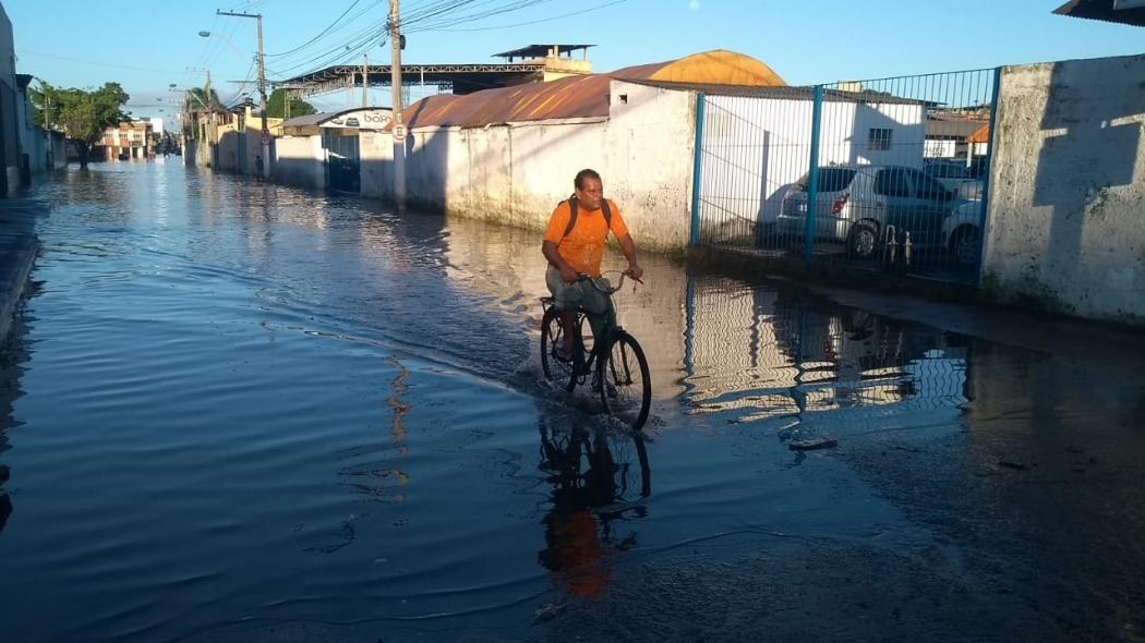 Até hoje (20) ruas de Vila Velha estão alagadas por causa da chuva de sábado (18). Crédito: Eduardo Dias