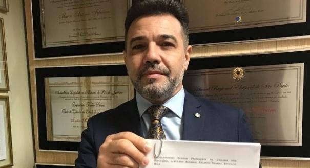 Após atrito, Feliciano diz ter fumado 'cachimbo da paz' com Santos Cruz. Crédito: Reprodução/ Marcos Feliciano   Arquivo