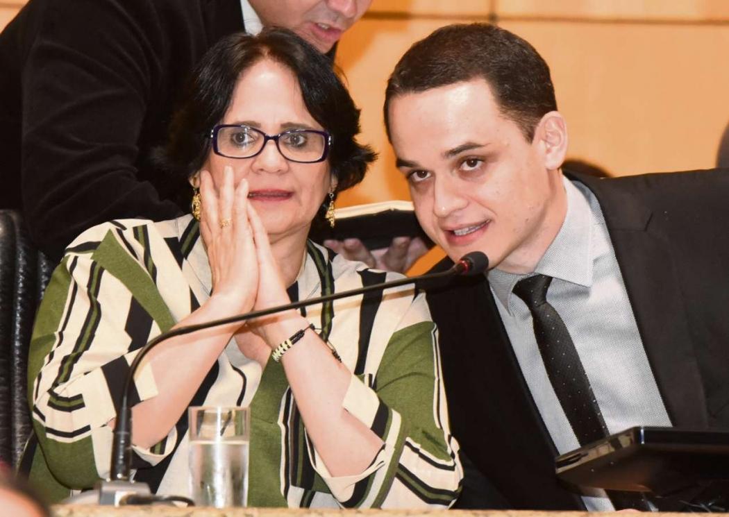 Ministra Damares Alves e deputado estadual Lorenzo Pazolini em sessão solene na Assembleia Legislativa. Crédito: Carlos Alberto Silva