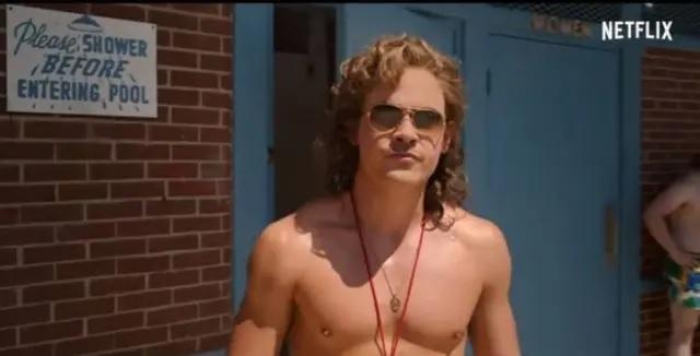 21/05/2019 - O bad boy Billy, como salva-vidas, na nova temporada de 'Stranger Things', que estreia em 4 de julho. Crédito: Reprodução/ Netflix