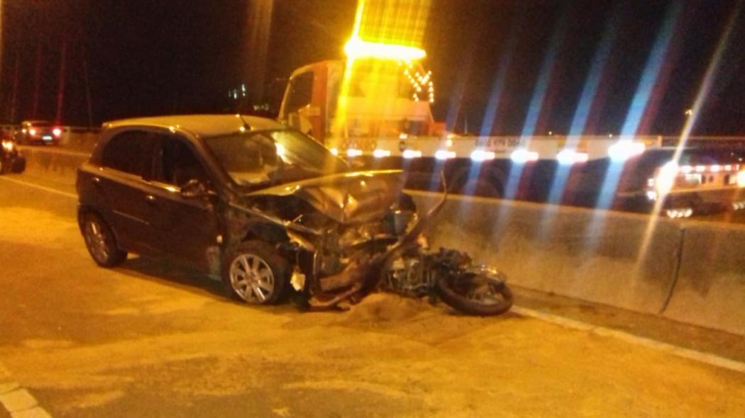 Acidente entre carros e moto mata duas pessoas na Terceira Ponte. Crédito: Reprodução