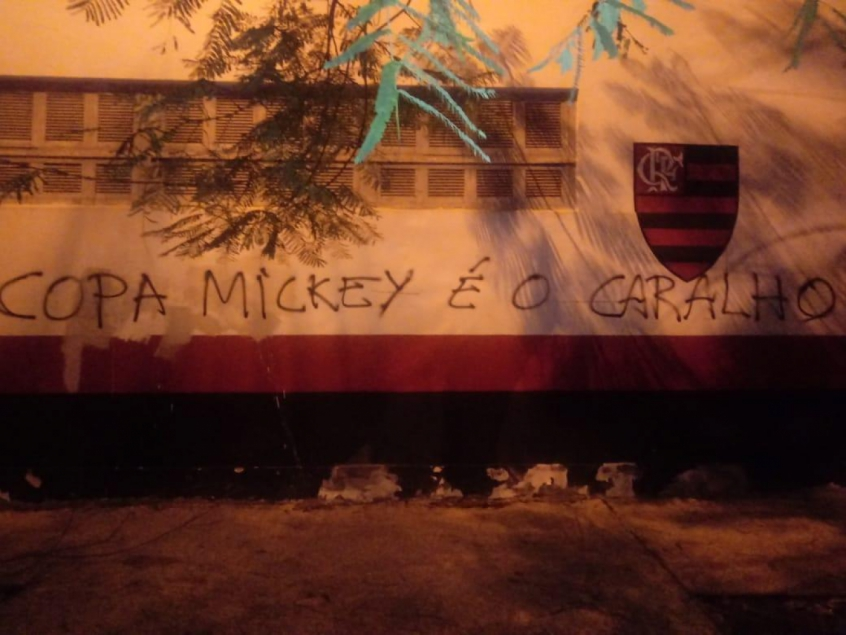 Muro da Gávea foi pichado com críticas na ultima segunda-feira (20). Crédito: Reprodução