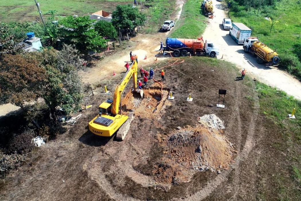 Vazamento de gasolina de um duto da Transpetro, no Parque Amapá, Duque de Caxias. Crédito: Divulgação | Transpetro