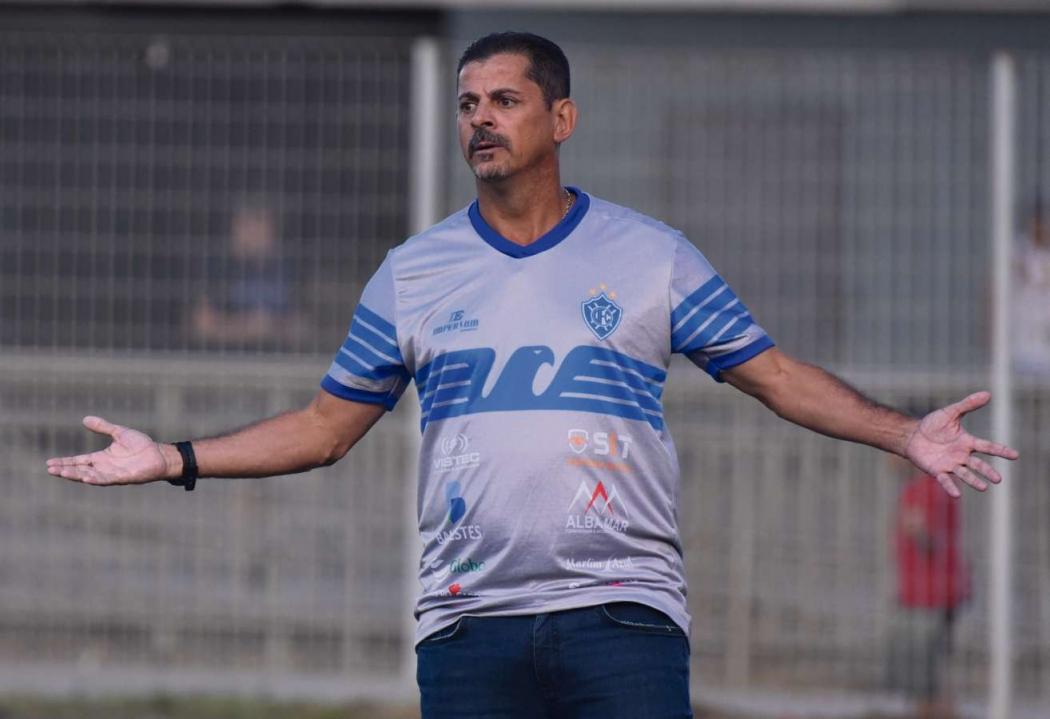 Valdir Bigode, técnico do Vitória na Série D. Crédito: Carlos Alberto Silva