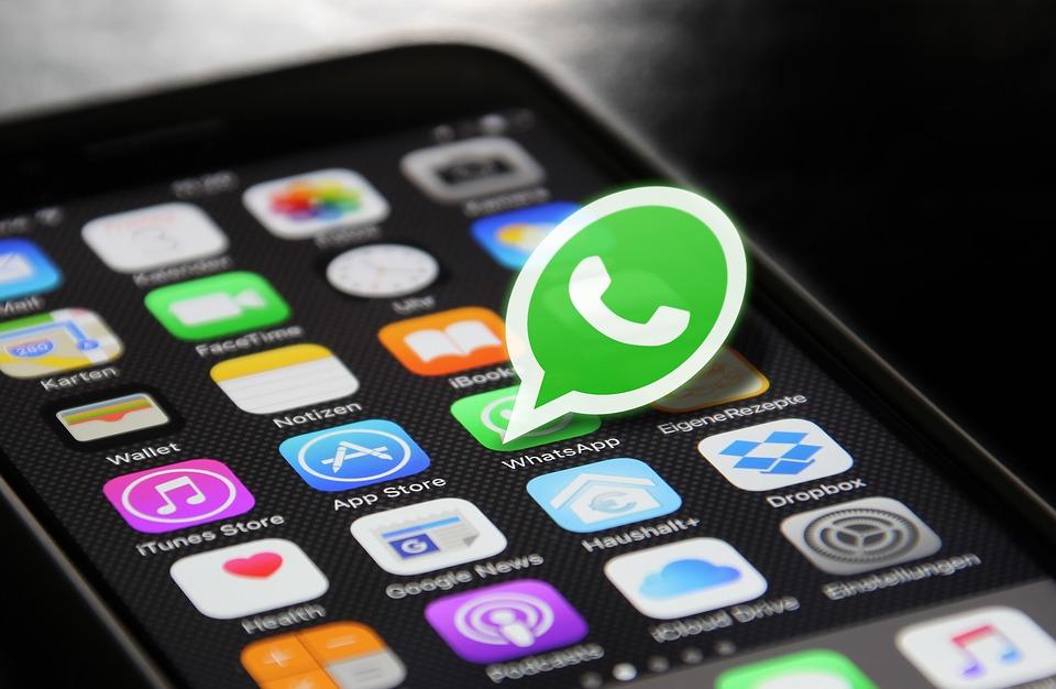 Um novo golpe, veiculado por meio de mensagens no aplicativo WhatsApp, promete a liberação instantânea do décimo terceiro salário do Bolsa Família . Crédito: Pixabay