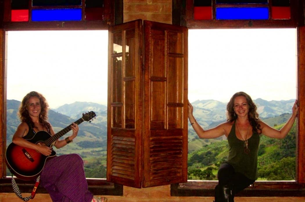 Mila Tizo e Maria Salvação formam banda Las Forasteras e se apresentam no ES . Crédito: Las Forasteras/ Divulgação
