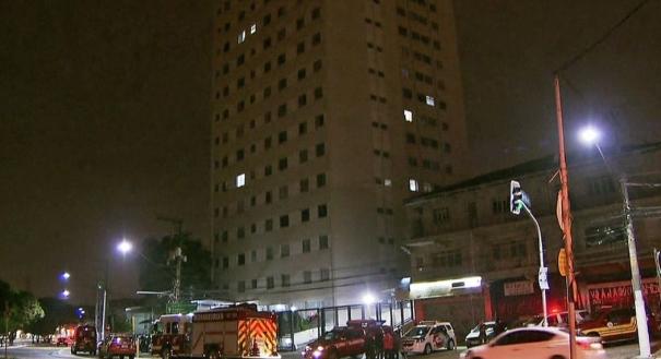 Prédio onde mãe e filha caíram do quinto andar na Zona Oeste de SP