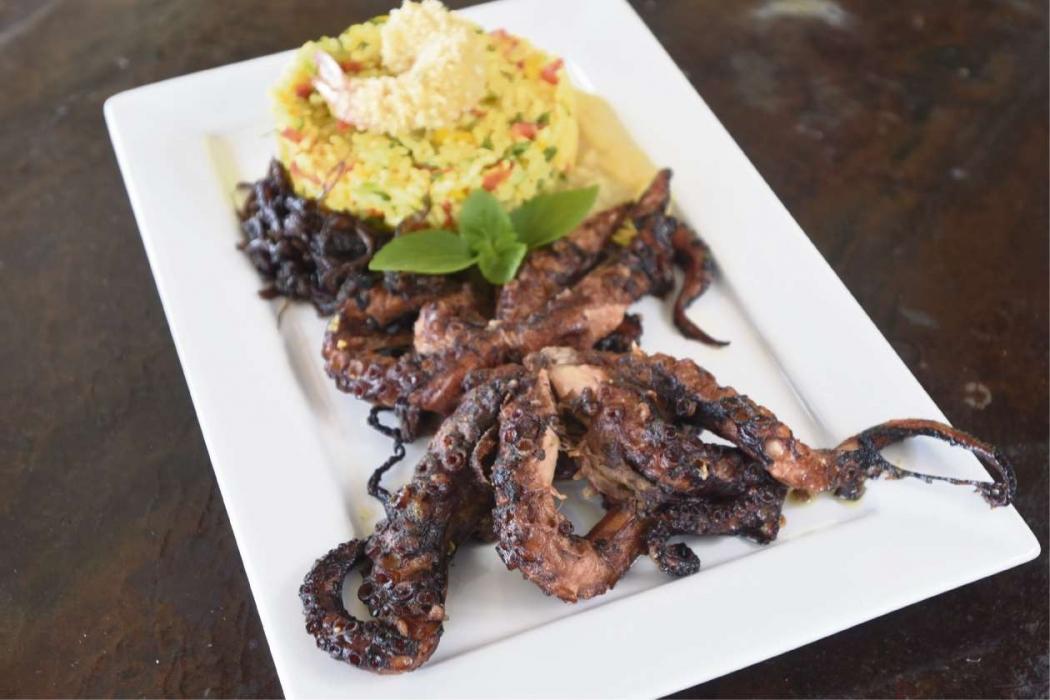 O prato Polvo do Convento, servido no restaurante flutuante Di Marino, em Vitória, custa R$ 65,80. Crédito: Vitor Jubini