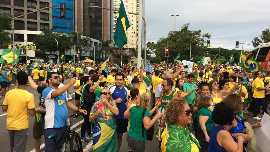Manifestantes chegam à Praça do Papa, em Vitória, ponto de encontro da manifestação pró-Bolsonaro. Crédito: Eduardo Dias