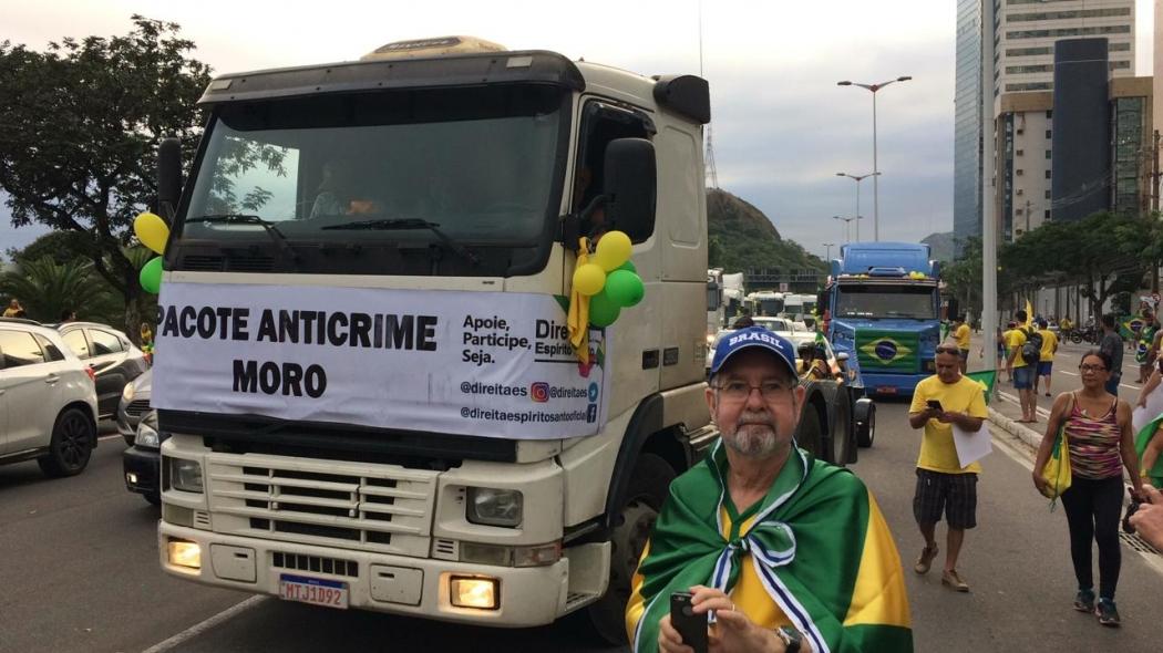 Faixa em carreta durante protesto em Vitória defende pacote anticrime do ministro Sergio Moro. Crédito: Eduardo Dias