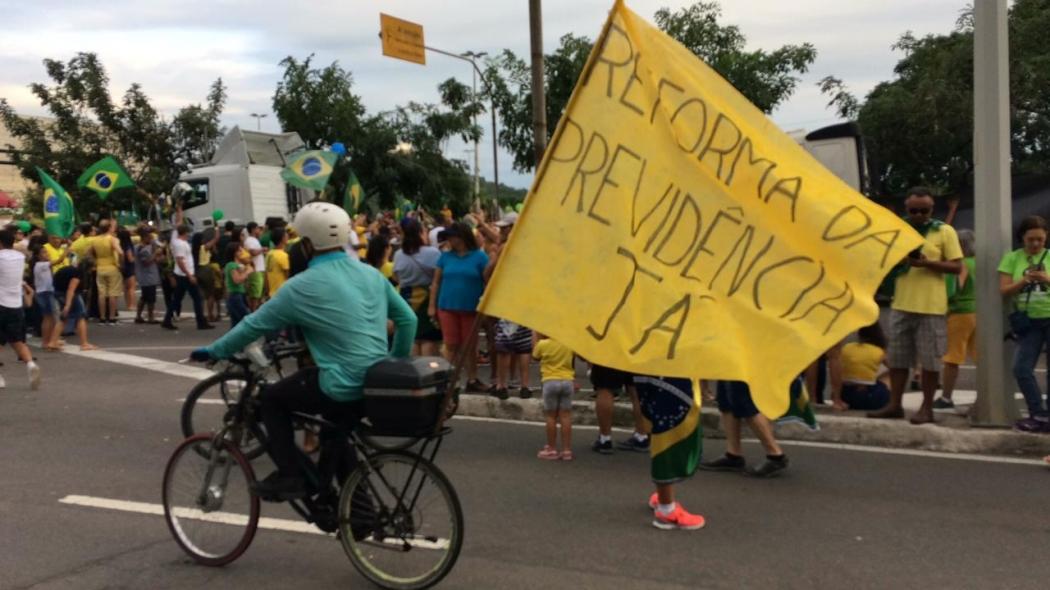 Manifestantes chegam à Praça do Papa, em Vitória: reforma da Previdência foi defendida no ato. Crédito: Eduardo Dias