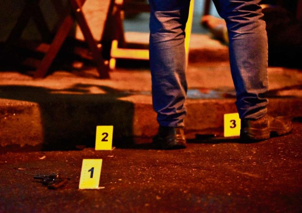 Perícia em local de homicídio em Cariacica: 23 jovens de até 20 anos foram assassinados nos quatro primeiros meses deste ano.  . Crédito: Gazeta Online