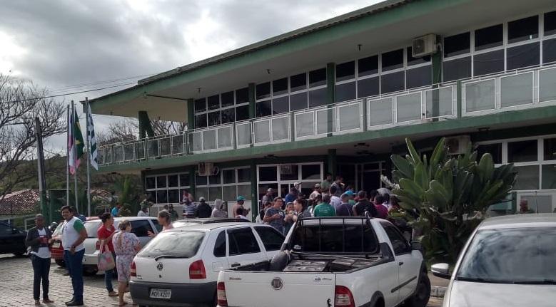 Servidores municipais de Jerônimo Monteiro entram em greve. Crédito: Internauta Gazeta On-line