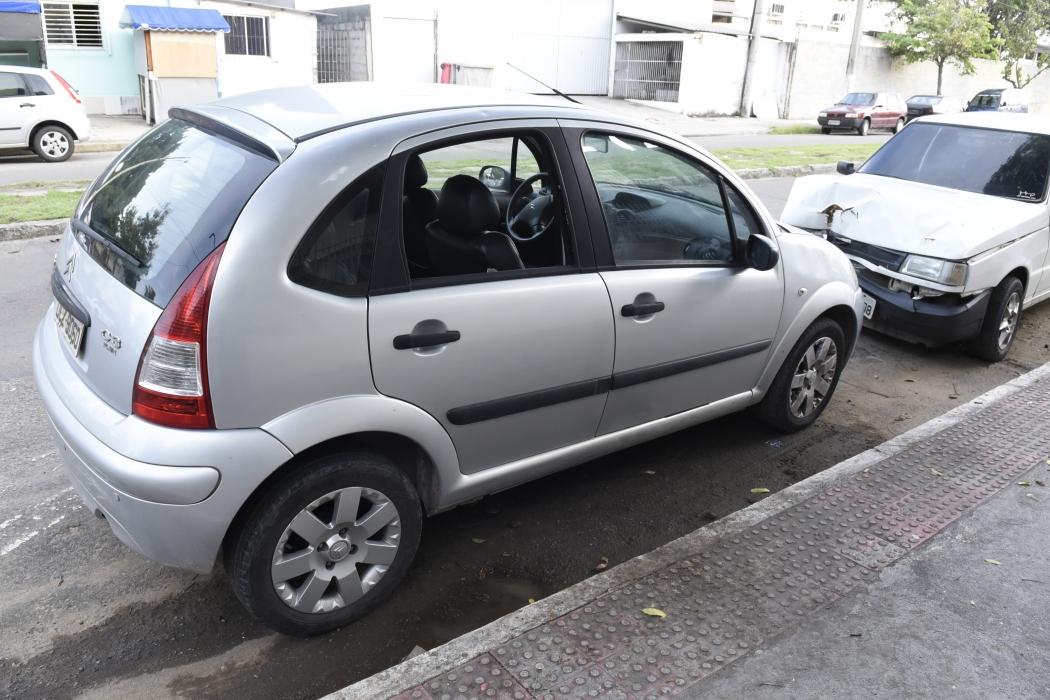 Criminosos furtaram o carro em Vitória . Crédito: Carlos Alberto Silva