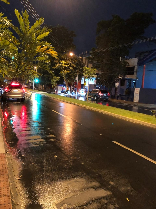 Foto mostra Avenida Rio Branco, na Praia do Canto, em Vitória, livre por volta das 18h desta quarta (12) após semáforos serem consertados. Crédito: A GAZETA