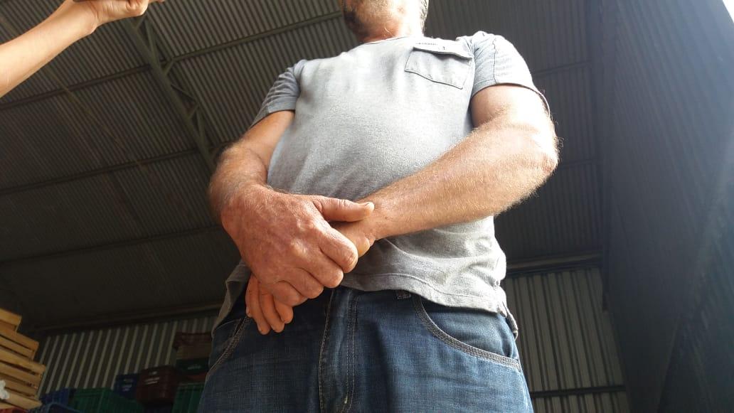 Agricultor que prefere não se identificar, foi rendido por três bandidos em Viana . Crédito: Marcelo Prest