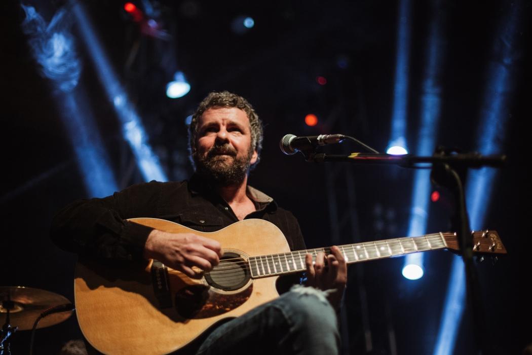 O cantor Emmerson Nogueira se apresenta em Guaçuí. Crédito: Hercules Rakauskas