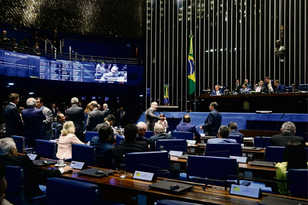 Parlamentares aprovaram Projeto de Lei que determina apreensão de armas de agressores de mulheres. Crédito: Roque de Sá/Agência Senado