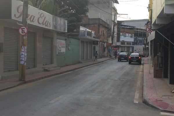 Rua São Jorge, em Itacibá, não tem placas indicando o limite de velocidade na via. Crédito: Eduardo Dias