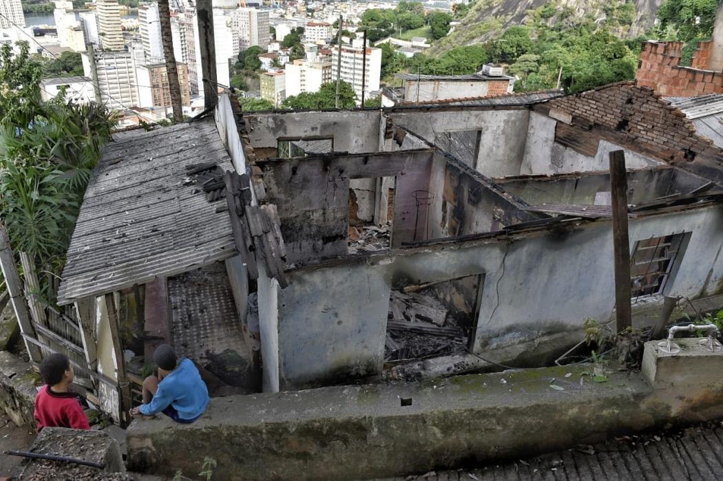 20/06/2019 - Casa da Família Ferreira, que tomava conta do Morro da Piedade, em Vitória, após o incêndio causado por bandidos do Bairro da Penha. Crédito: Fernando Madeira