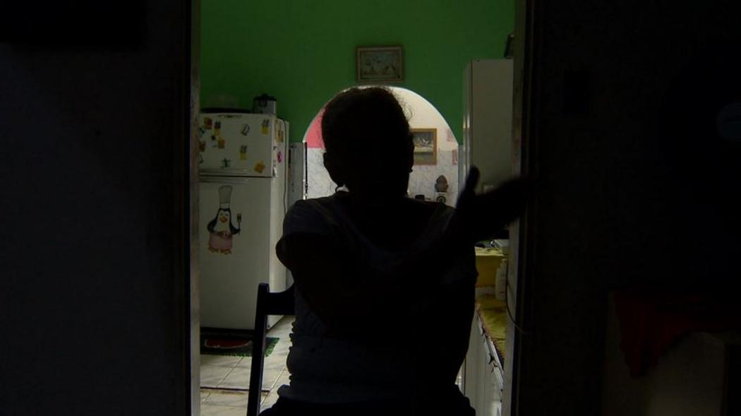 Vítima recebeu ligação de policial civil para que retirasse queixa contra médico. Crédito: Reprodução/TV Gazeta