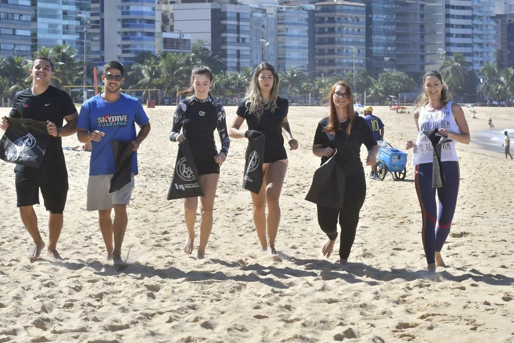Grupo de amigos participa das ações do plogging: corrida com pegada ecológica. Crédito: Bernardo Coutinho