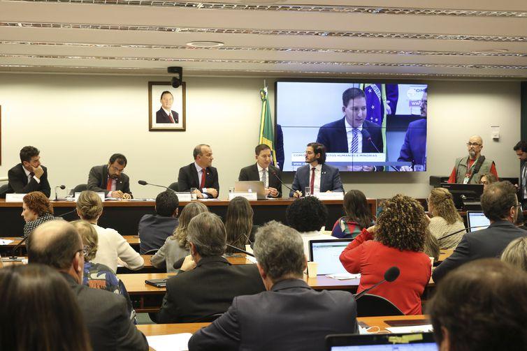 Jornalista Glenn Greenwald participa de audiência pública na Comissão de Direitos Humanos e Minorias da Câmara. Crédito: Valter Campanato/Agência Brasil