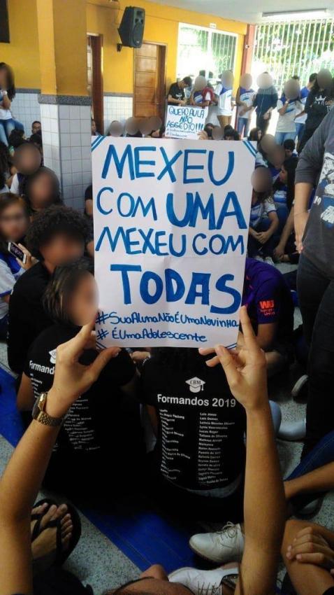 Alunos manifestam apoio a alunas que denunciaram professor por assédio em escola na Serra. Crédito: Arquivo Pessoal