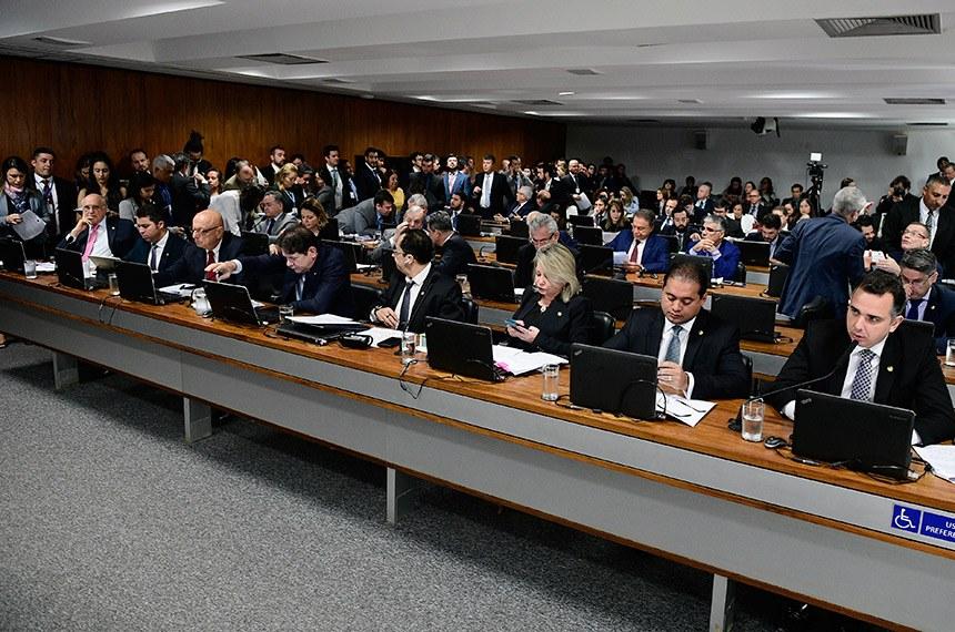 O relator da proposta das Dez Medidas contra a Corrupção, Rodrigo Pacheco, apresentou seu relatório na reunião da Comissão de Constituição e Justiça do Senado. Crédito: Pedro França/Agência Senado