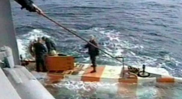 Equipes de resgate retornam do submarino que pegou fogo no mar da Rússia. Crédito: Reprodução/ RU-RTT Russian Television