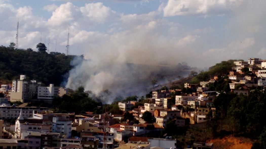 Incêndio atingiu área de aproximadamente quatro hectares em Colatina, no Noroeste do ES. Crédito: Alessandra Lerbach
