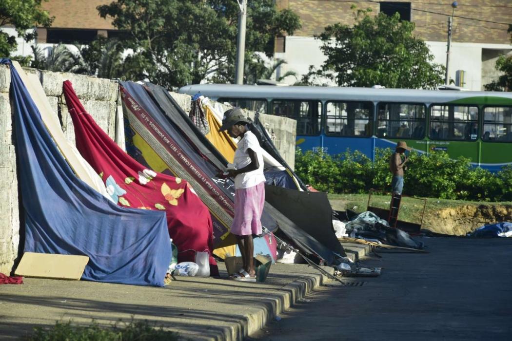 Terminal: Moradores de rua e usuários de drogas vivem nas proximidades do Terminal de Vila Velha. Crédito: Marcelo Prest