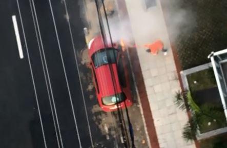 Fio cai e carro pega fogo. Crédito: Divulgação/Tv Gazeta