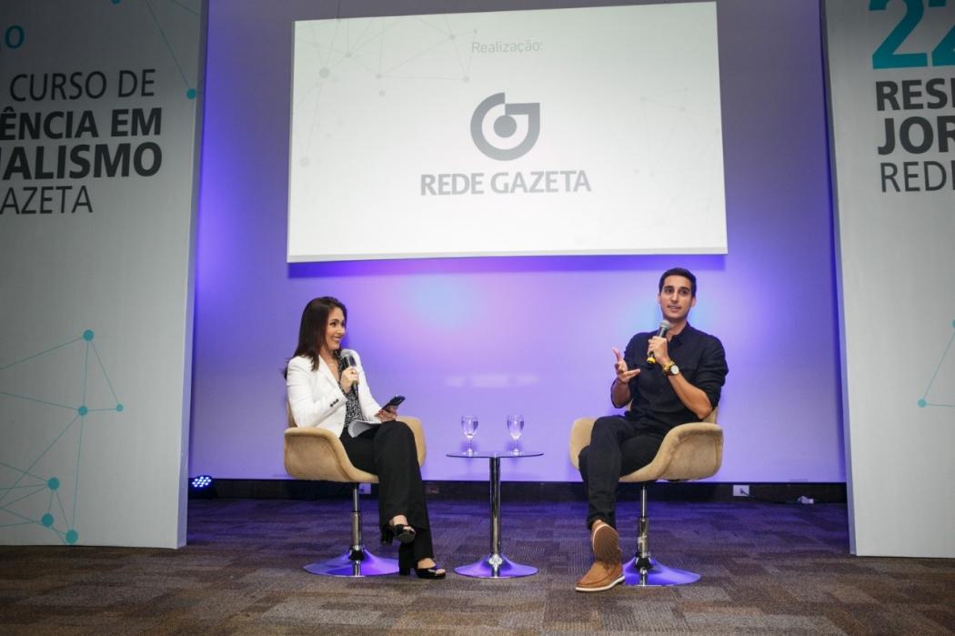 O debate com o jornalista Murilo Salviano contou com a mediação da apresentadora do ES2, Daniela Abreu. Crédito: Adessandro Reis