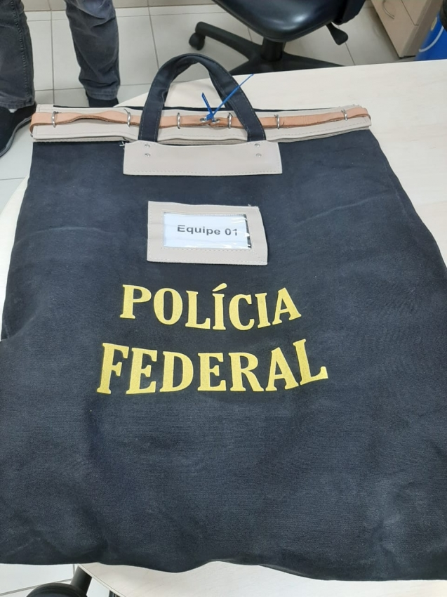 Malote com o material apreendido na Operação Rejuvenate, da Polícia Federal. . Crédito: Polícia Federal