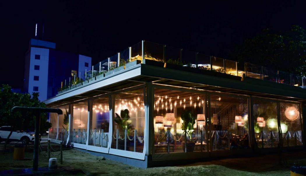 Fachada do quiosque K1, que passou por reforma e reabriu como o beach bar  Barlavento, na orla de Camburi. Crédito: Ricardo Medeiros