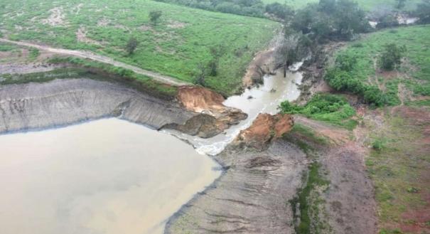 Rompimento da barragem de Pedro Alexandre, na Bahia