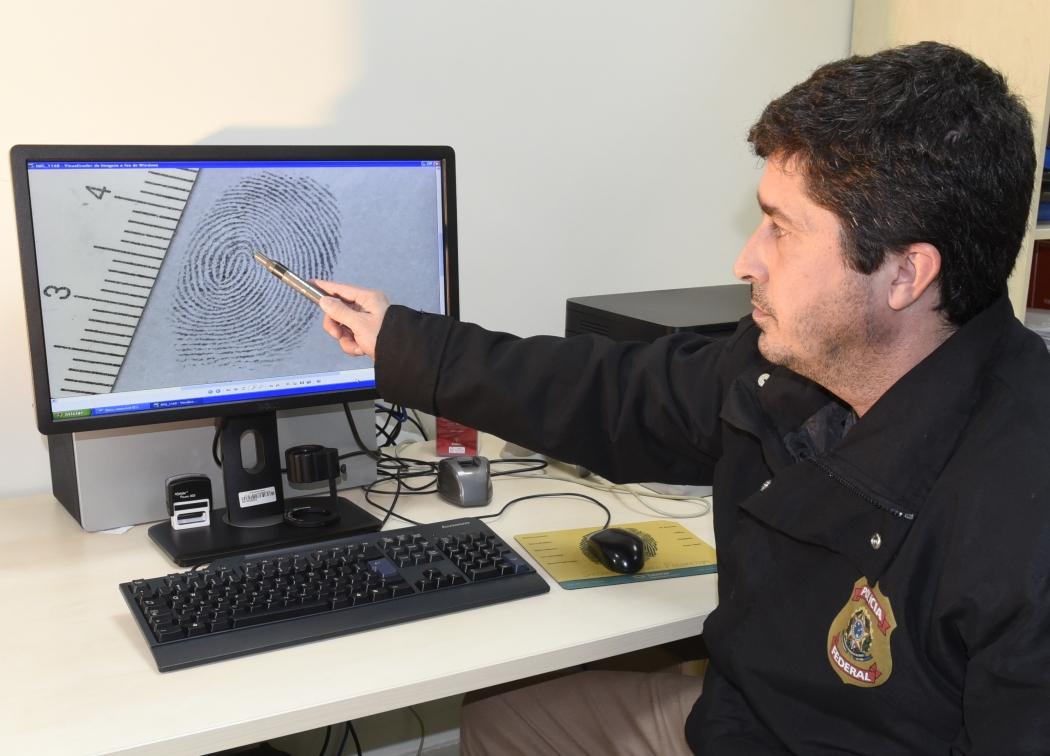 O papiloscopista policial federal Carlos Magno Girelli explica como funcionam o Afis e a perícia criminal em local de crime. Crédito: Carlos Alberto Silva