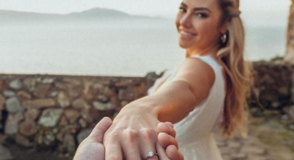 Chef Carlos Bertolazzi fica noivo após dois meses de namoro. Crédito: Instagram