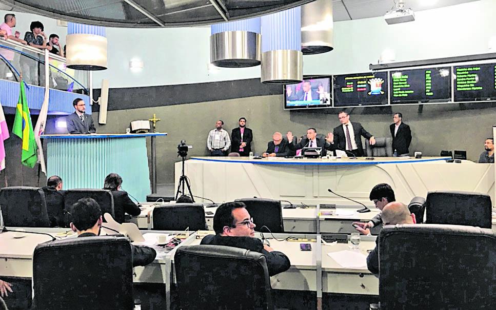 Sessão da Câmara aprovou emenda para manutenção da lei que prevê punições para atos de discriminação em Vitória. Crédito: Iara Diniz