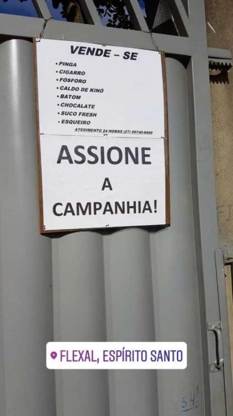 Cartaz afixado em portão de residência em Flexal, Cariacica, tem uma série de palavras com grafia errada . Crédito: Gla Carraretto