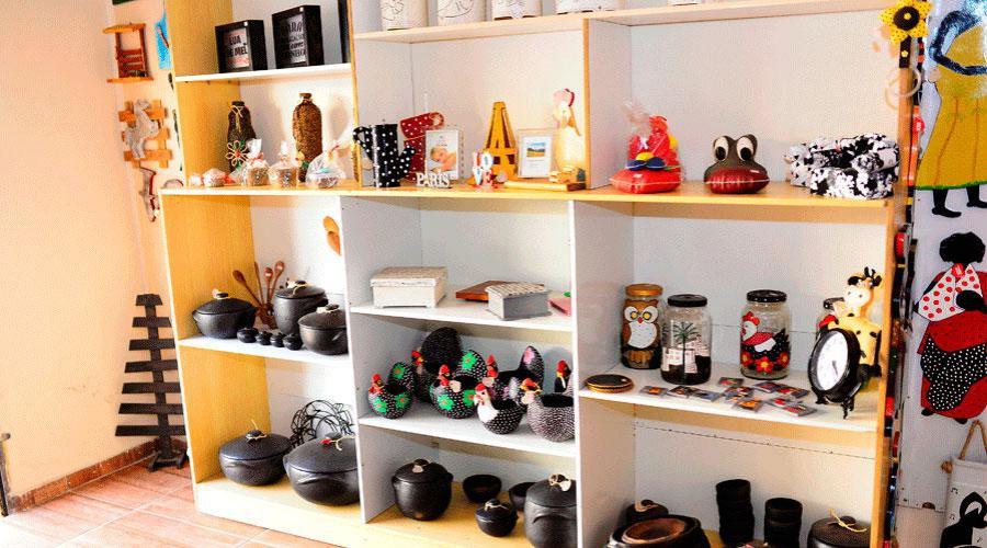 Loja na Glória, em Vila Velha, reúne obras de vários artesãos capixabas para vender; espaço é como uma loja compartilhada que alavanca a economia criativa no mercado. Crédito: PMVV/Divulgação