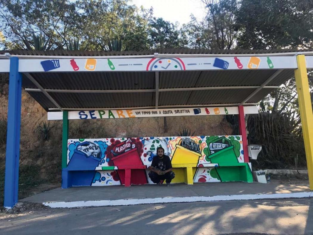 Grafite feito por Anderson Moska deu mais vida a ponto de ônibus. Crédito: Divulgação/Marca Ambiental