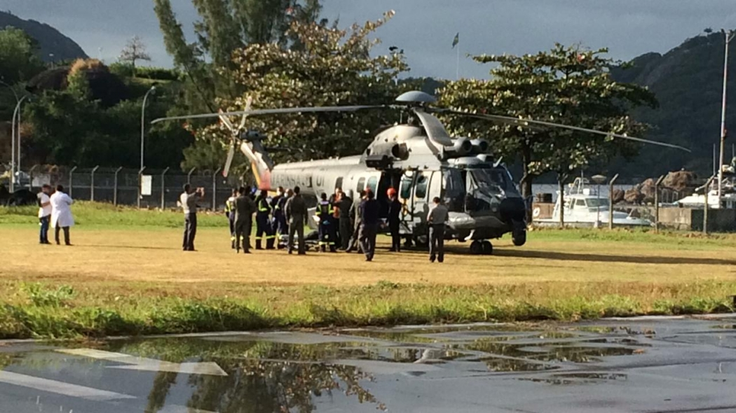 Marinha faz resgate de três tripulantes de navio que passaram mal em mar do Espírito Santo. Crédito: Eduardo Dias