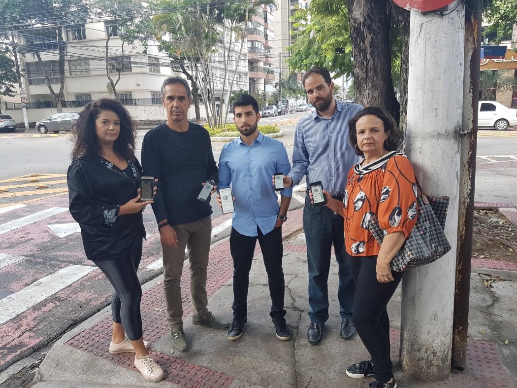 Moradores da Praia do Canto participam de grupo de troca de mensagens para discutir melhorias na segurança e se manterem informados sobre crimes na região. Crédito: José Carlos Schaeffer