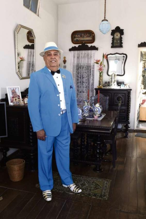 Lacy mantém intacto o terno azul com o qual desfilou pela  Novo Império, no carnaval de 2015. Crédito: Carlos Alberto Silva