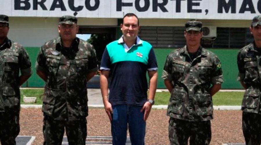 Marcelo Augusto Xavier da Silva ao meio. Crédito: Reprodução