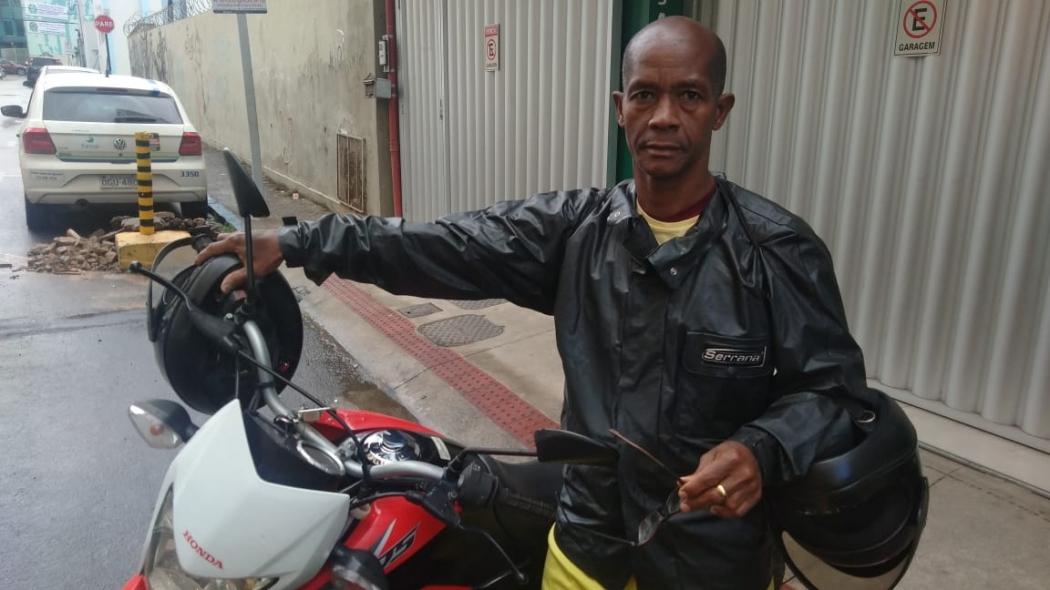 Antônio Azevedo reclama do serviço prestado no rotativo de Cariacica. Crédito: Caíque Verli