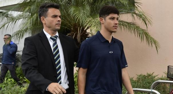 Felipe Lopes Canzian, 21 anos, pagou uma fiança de R$ 5 mil e foi liberado após causar um acidente que envolveu nove veículos na Avenida Danta Michelini. Crédito:              Bernardo Coutinho
